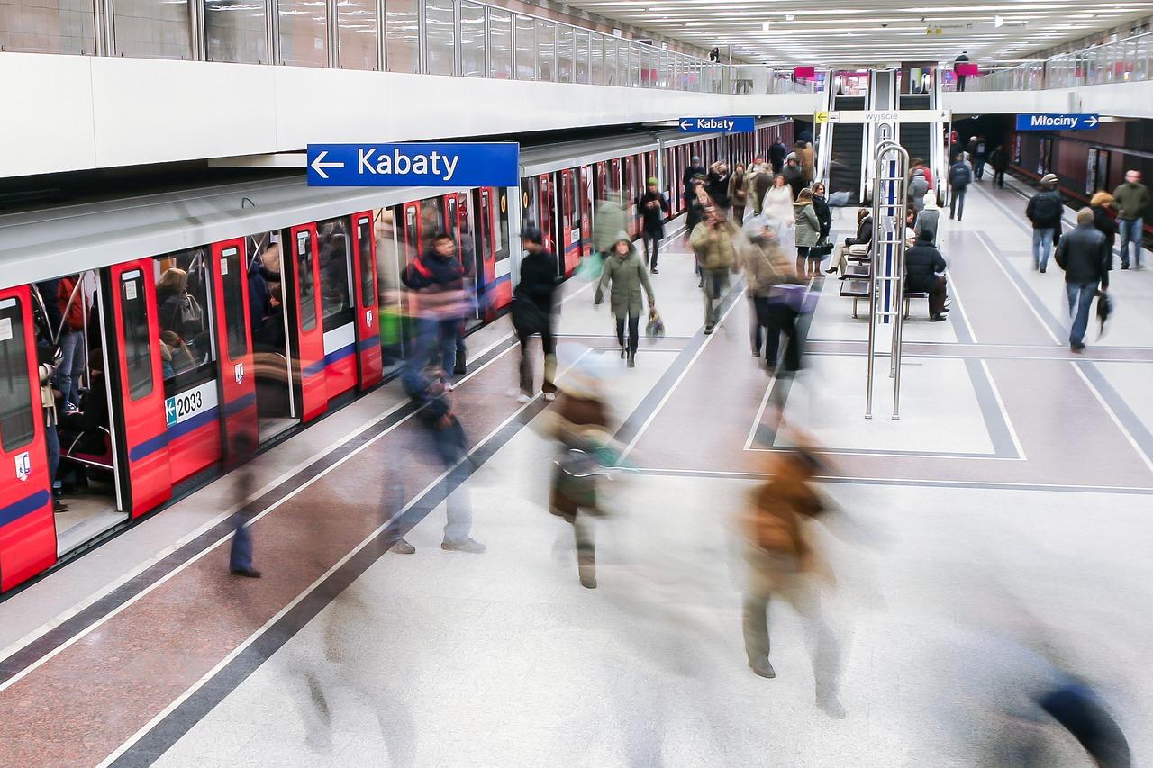 People using the Metro